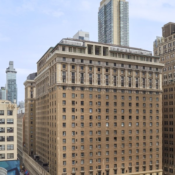 HOTEL PENNSYLVANIA/415 SEVENTH AVENUE Building